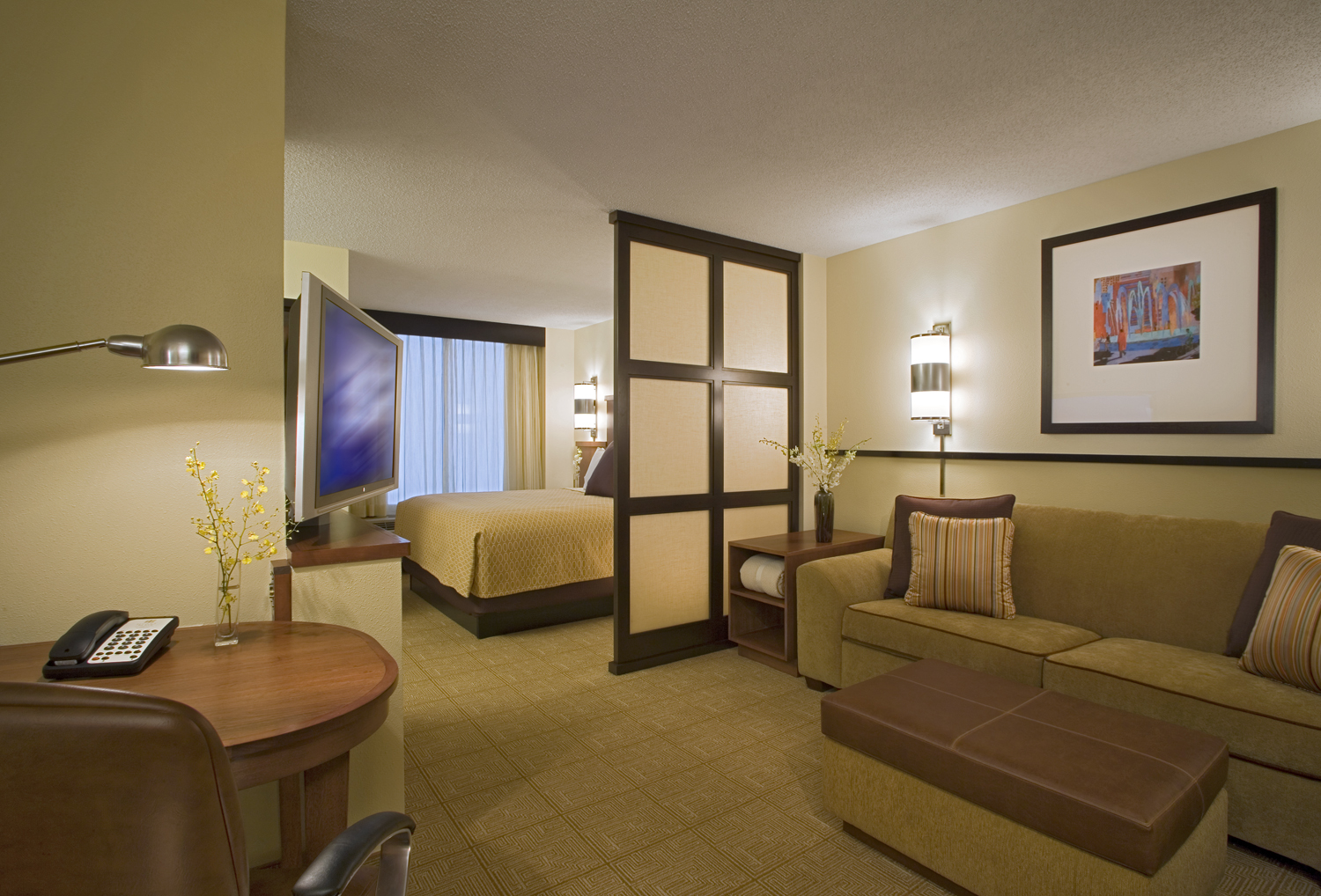 http://memorialcoliseum.com/images/Images/Where_to_Stay_Images/Hyatt_Place/King_Guest_Room.jpg