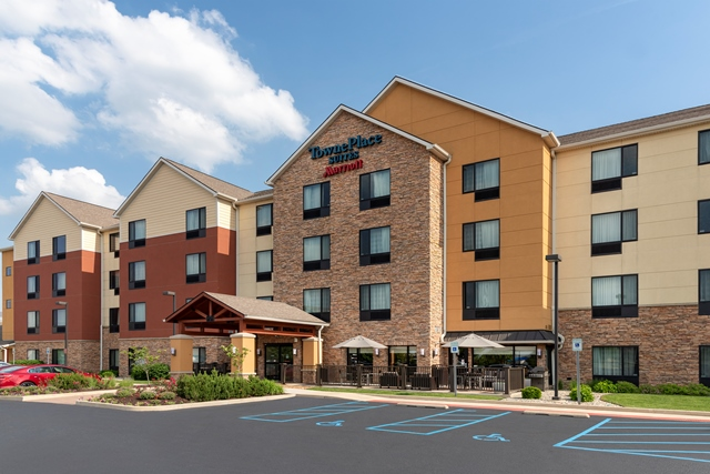 http://memorialcoliseum.com/images/Images/Where_to_Stay_Images/TownePlace_Suites_by_Marriott_Fort_Wayne_North/TPS_FWATS_02.jpg