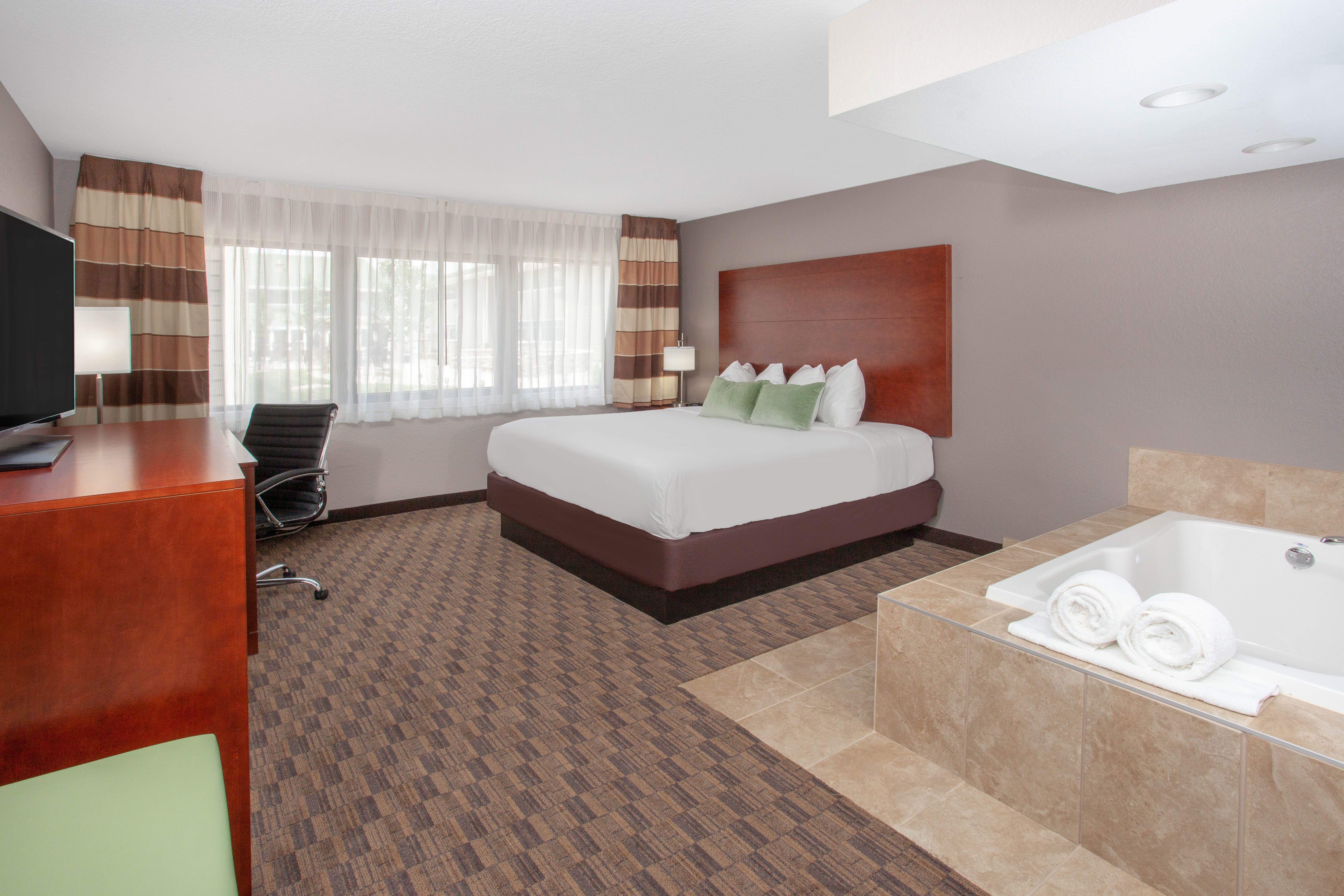 http://memorialcoliseum.com/images/Images/Where_to_Stay_Images/Wyndham_Garden/1KN_KIngSpa.jpg