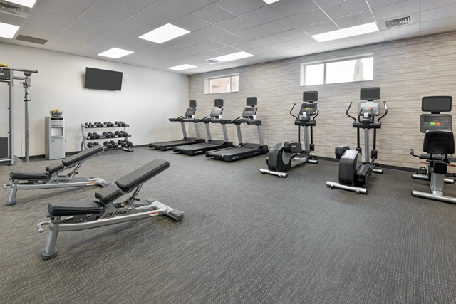 https://memorialcoliseum.com/images/Images/Where_to_Stay_Images/Courtyard/Fitness.jpg