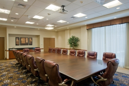 https://memorialcoliseum.com/images/Images/Where_to_Stay_Images/HolidayInn/Conference-Room2.jpg