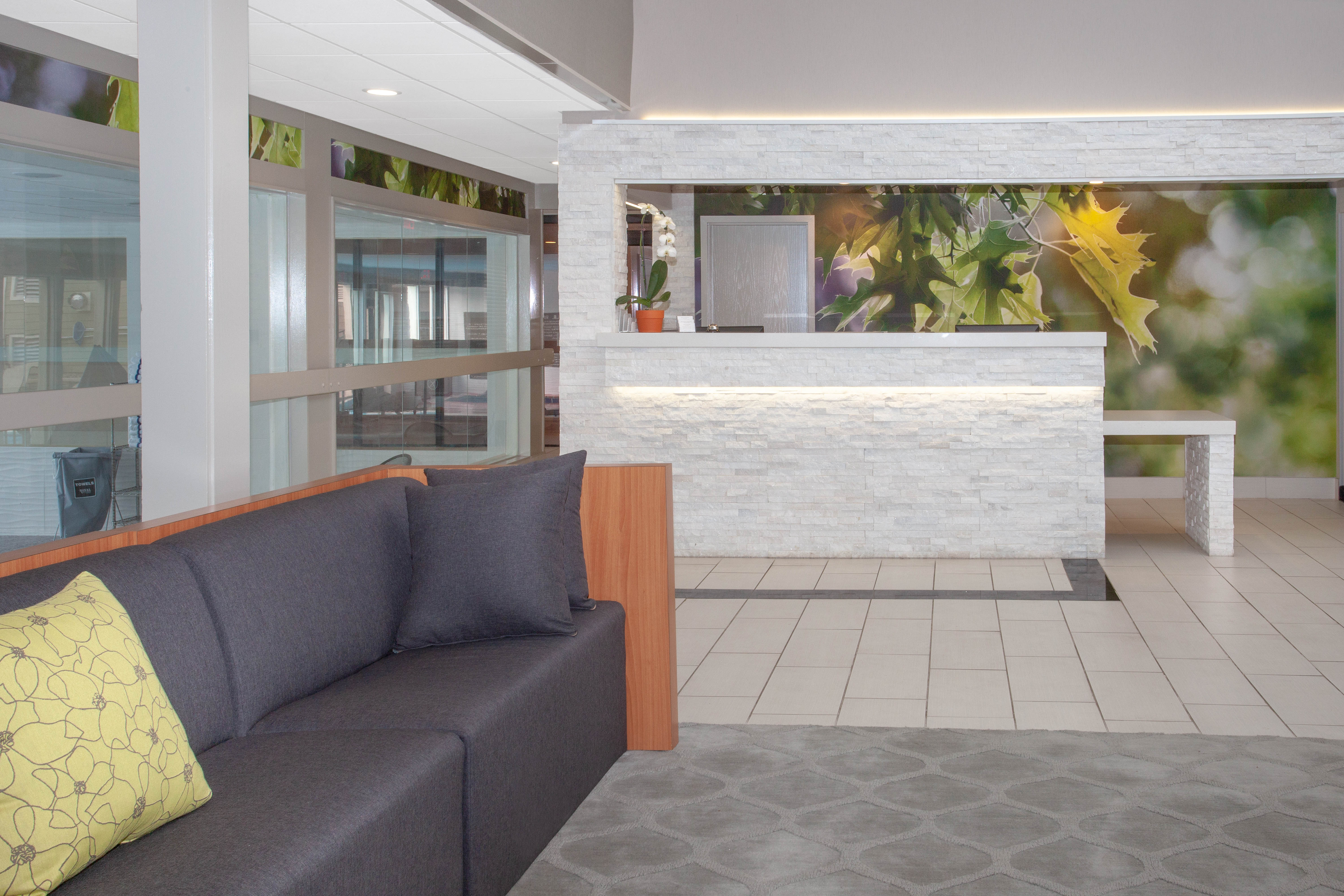 https://memorialcoliseum.com/images/Images/Where_to_Stay_Images/Wyndham_Garden/Lobby.jpg